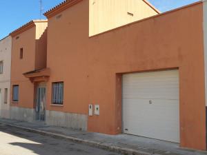 Casa con jardín a la venta en Figueres