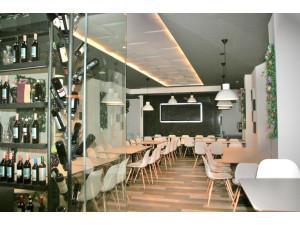 Extraordinario restaurante moderno y reformado en pleno...