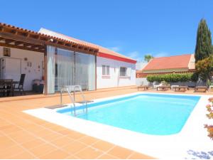 Precioso chalet con piscina en zona residencial de Corr...