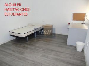 Habitaciones para estudiantes en Ctra. de LLíria. / HH...