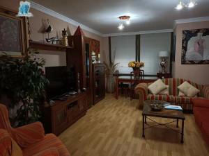 Se alquila piso en Zona Perú