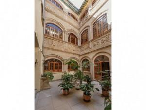 Palacio del siglo XV en el conjunto Patrimonio de la Hu...