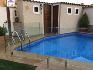 Precioso chalet céntrico, en esquina y piscina.