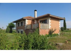 Vendo casa de pueblo, con 55.000 m2 de terrano