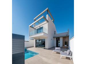 Villa adosada 3 dorm. con piscina privada en Roda Golf ...