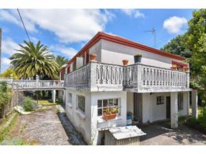 Casa con dos viviendas en Coiroa, Oza dos Ríos